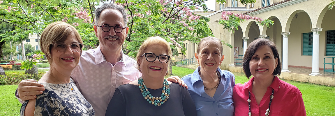From left to right, Prof. Amarilis Pagán-Vila, thesis advisor Luis A. García Nevares, Ph. D., Josefina Rohena Álvarez, Nélida Muñoz de Frontera, Ph. D., author of the text, and Prof. Yvette Torres Rivera.